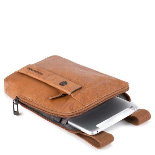 Borsello Piquadro con porta iPad®mini PULSE PLUS dett 1